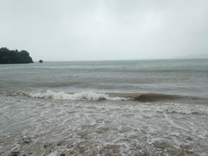 台風中の海岸